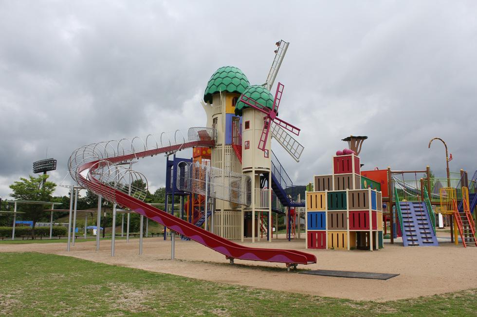 小さな子供の遊具がいっぱい!みよし運動公園|広島県観光 ...